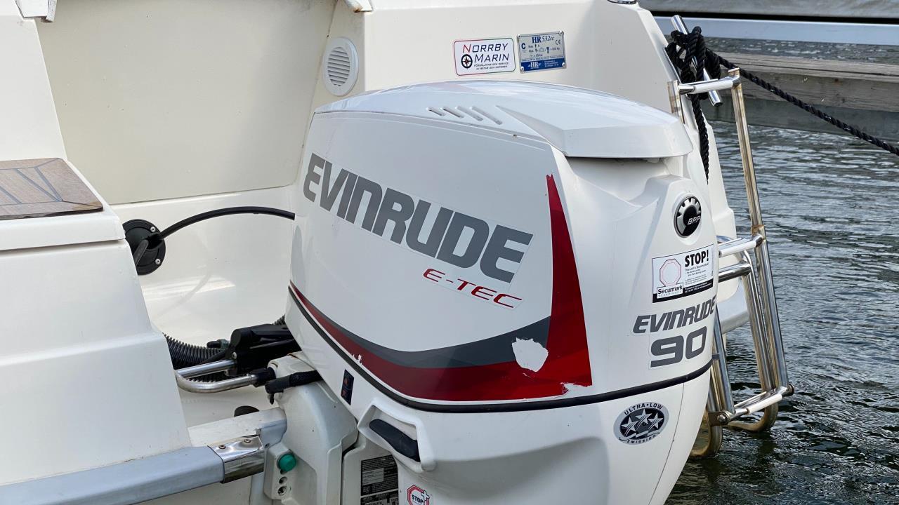 HR 532 CC, Evinrude E-TEC 90 HK